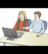 Assistenz am Computer: Eine Frau erklärt einer anderen Frau etwas am Computer